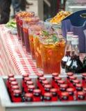 Кувшины коктеиля ` s Pimm, внешний бар лета Стоковое Фото