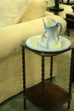 Кувшин блошинного античные и таз мытья Стоковые Изображения RF