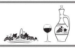 Кувшин вина украшенный с виноградиной и листьями, бокалом вина, корзиной с виноградинами и греческой традиционной картиной Стоковые Изображения