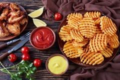 Кудрявая картошка Waffles фраи, взгляд сверху Стоковые Фотографии RF