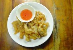 Кудрявый бэттер-зажаренный гриб устрицы при мука окуная сладостный соус chili Стоковая Фотография