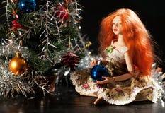Кукла с шариком рождества Стоковое Изображение RF