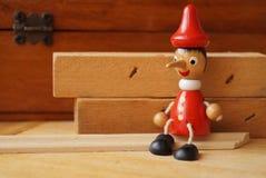 Кукла Pinocchio деревянная Стоковое Изображение