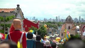 Куклы Olinda гиганта Масленица улицы Olinda, Бразилии, patrimony города культурного гуманности акции видеоматериалы