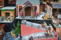 Кукольный домик в магазине магазина во время фестиваля Dickens внутри стоковое фото