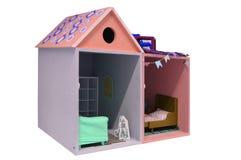 Кукольный дом ребенка с мебелью на белой предпосылке стоковые фото