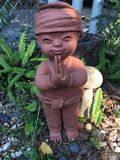 Кукла глины мальчика в саде Стоковые Изображения RF