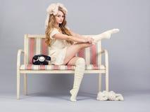 Кукла девушки на кресле Стоковые Изображения