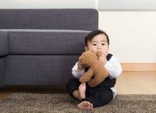Кукла игры ребёнка Азии Стоковые Фотографии RF