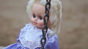 Кукла на качании видеоматериал