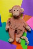 Кукла обезьяны на красочной предпосылке Стоковое Изображение RF