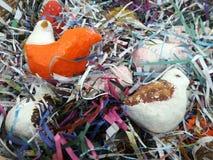 Кукла птицы в бумажном гнезде Стоковое Изображение RF