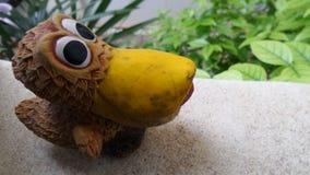 Кукла птицы в саде Стоковая Фотография