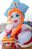 Кукла Shrovetide русского в kokoshnik с эмблемой Yaroslav Стоковое Изображение RF