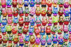 Куклы вложенности деревянных сувениров русские Стоковое фото RF