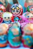 Куклы на блошинном в аркаде Santo Stefano Стоковые Фото