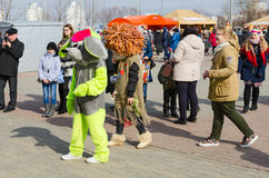 Куклы на праздненствах Shrovetide, Gomel роста, Беларусь стоковые изображения rf
