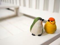 Куклы птицы сделанные из штукатурки Стоковое фото RF