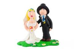 Куклы статуи свадьбы на белизне Стоковое фото RF