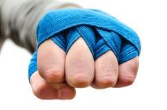 Кулак спортсмена, перевязанный боксер стоковое фото