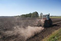 культивировать трактор поля Стоковые Изображения RF