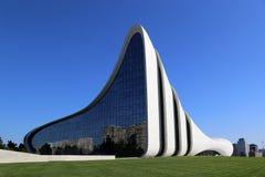 Культурное разбивочное здание названное после Heydar Aliyev, architector Zaha Hadid стоковая фотография rf