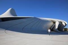 Культурное разбивочное здание названное после Heydar Aliyev, architector Zaha Hadid стоковые фото