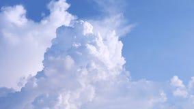 Кумулюс смог и голубые небеса Стоковые Фотографии RF