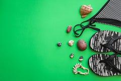 Купальник, тапочки, seashells, браслет Стоковое Изображение