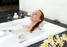 купать женщину soapsuds положений Стоковая Фотография RF