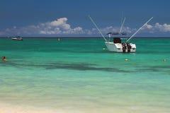 Купать зону, powerboat, океан Trou вспомогательное Biches, Маврикий Стоковое фото RF