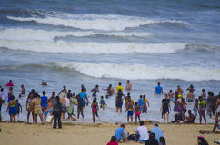 Купальщики наслаждаясь теплым Индийским океаном Стоковые Фотографии RF
