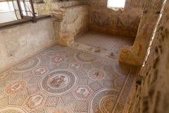 Купидон и психики, центральная панель мозаики в cubiculum виллы Romana вилла del Casale, большой и разработанной римская стоковое изображение