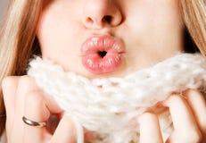 купидон смычка ее губы делая женщину s Стоковая Фотография RF
