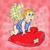 Купидон с крылами сидит на сердце Стоковое Изображение RF