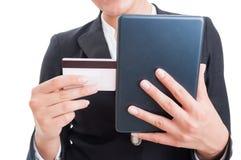 Купите онлайн концепцию с таблеткой кредитной карточки и интернета Стоковые Изображения