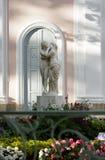 Купидон и психики скульптуры в саде Oranienbaum стоковое изображение rf