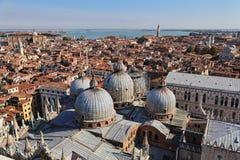 Куполы базилики Сан Marco в Венеции, Италии стоковое изображение