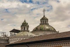 Куполы Ла Compania de Иисуса стоковые фото
