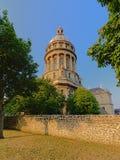 Купол базилики mer sur Boulogne, Франции, взгляда от стен города стоковое изображение