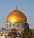 Купол утеса на Temple Mount в Иерусалиме, Израиле на заходе солнца стоковые изображения rf