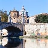 Купол базилики и моста от реки Тибра Стоковое фото RF