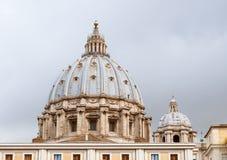 Купол базилики St Peters, Ватикана, Рима стоковая фотография