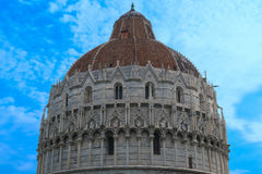 Купол баптистерего Пизы St. John в Пизе, Тоскане, Италии Стоковое Фото