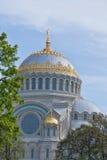Купол военноморского собора в kronstadt стоковое изображение