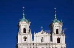 Купол и башни старой католической церкви в стиле барокко Стоковые Изображения