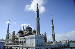 Купол кристаллической мечети в Teregganu, Малайзии стоковые фотографии rf