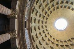 Купол пантеона - изумляя Рима, Италии стоковые фотографии rf