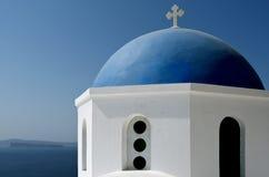 Купол церков в Oia. Стоковое фото RF
