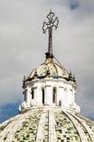 Купол церков Compania Ла в Кито эквадоре южном Стоковая Фотография